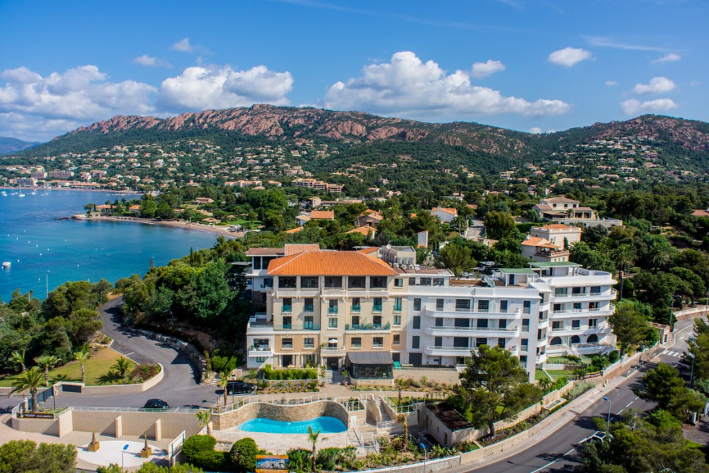 SEA VIEW APARTMENT AT AGAY SAINT RAPHAEL