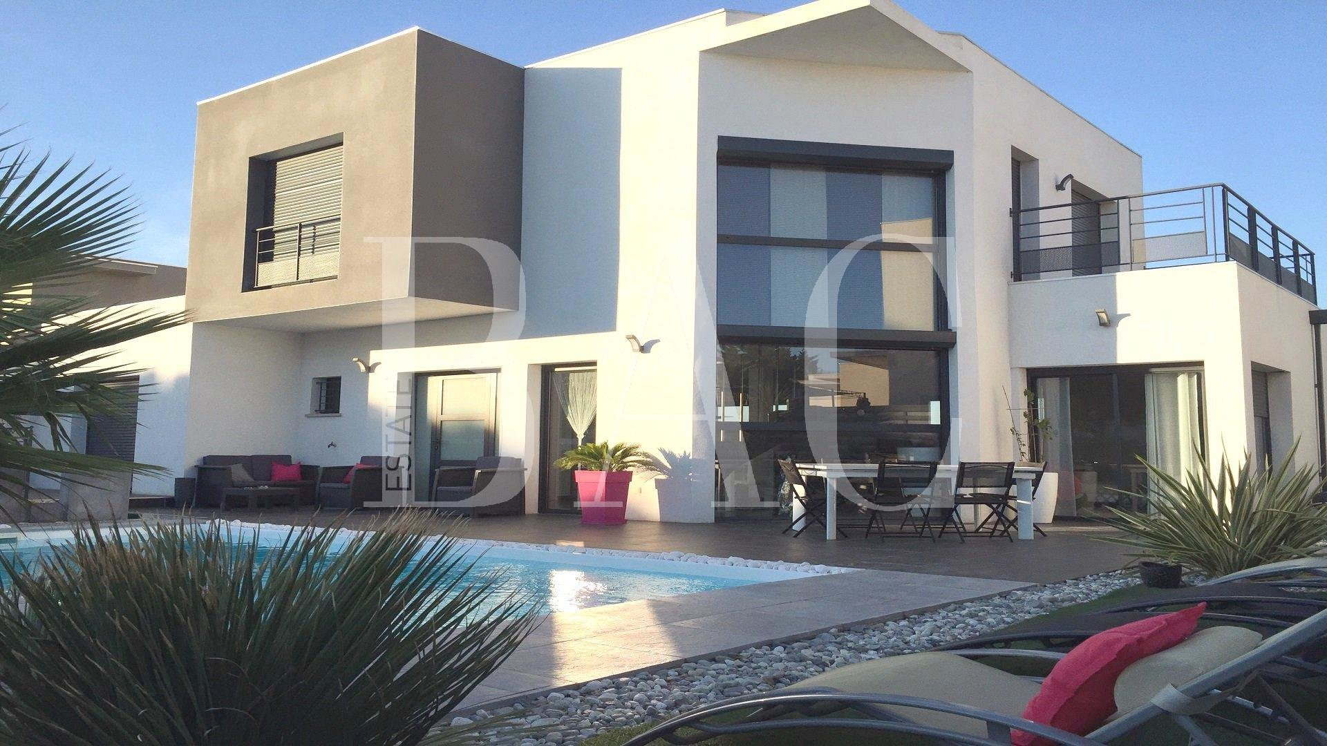 Superb architect villa near the sea in Agde