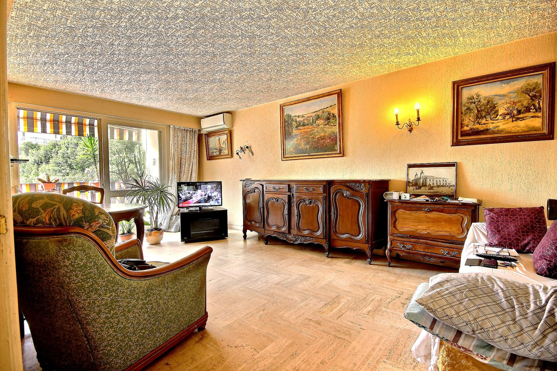 Cannes Anglais district apartment for sale