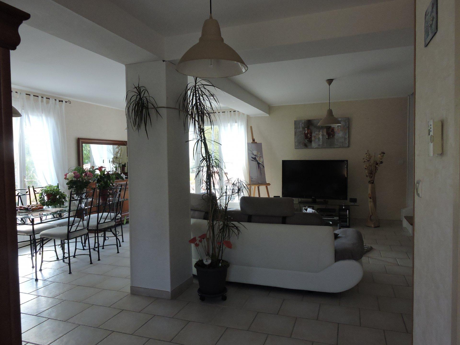 St Paul de Fenouillet Villa 3 Faces 120 m2 Habitable sur 514 m2 de terrain avec Piscine