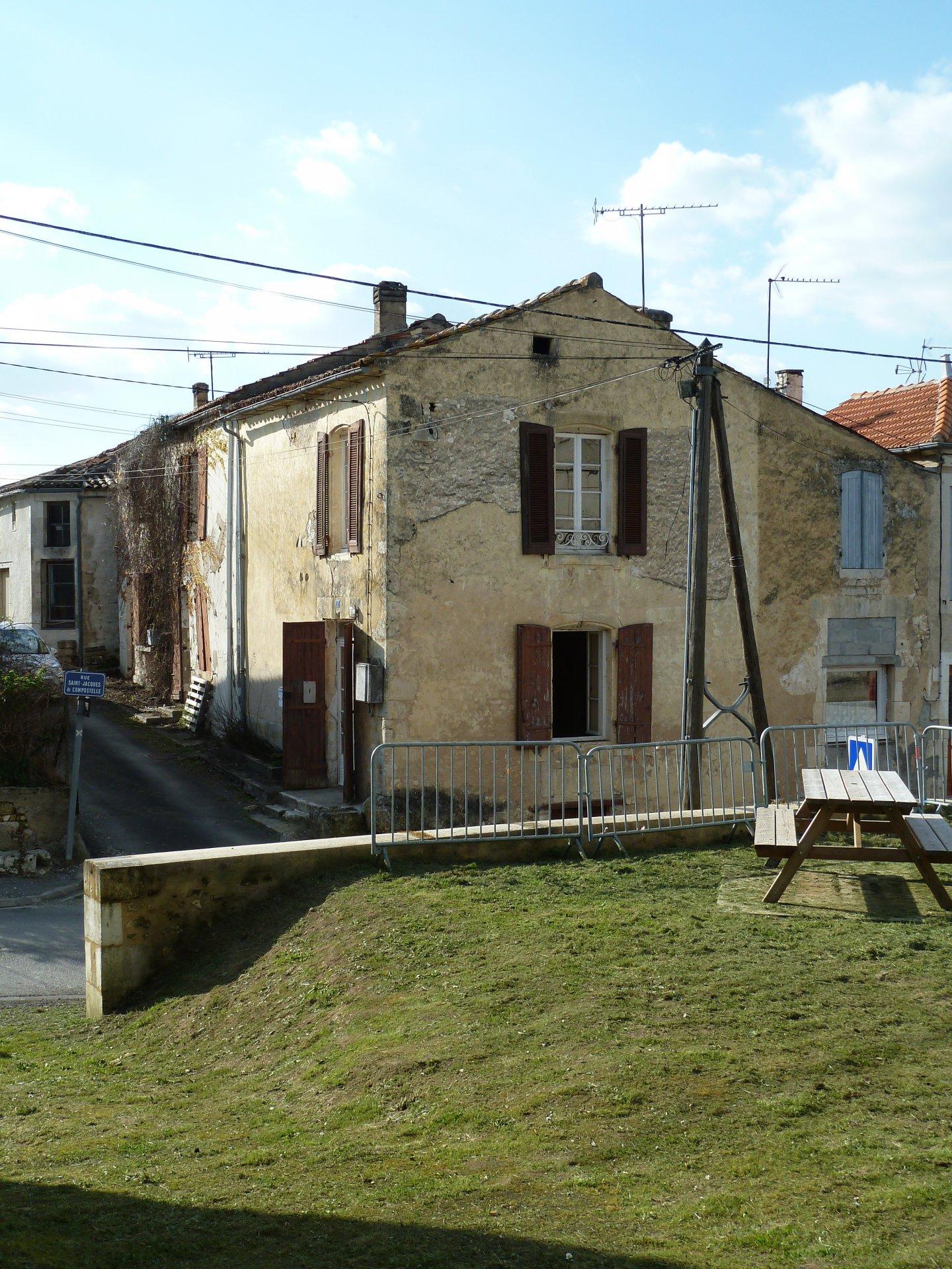 Maison de bourg à rafraîchir de 53 m² + cave
