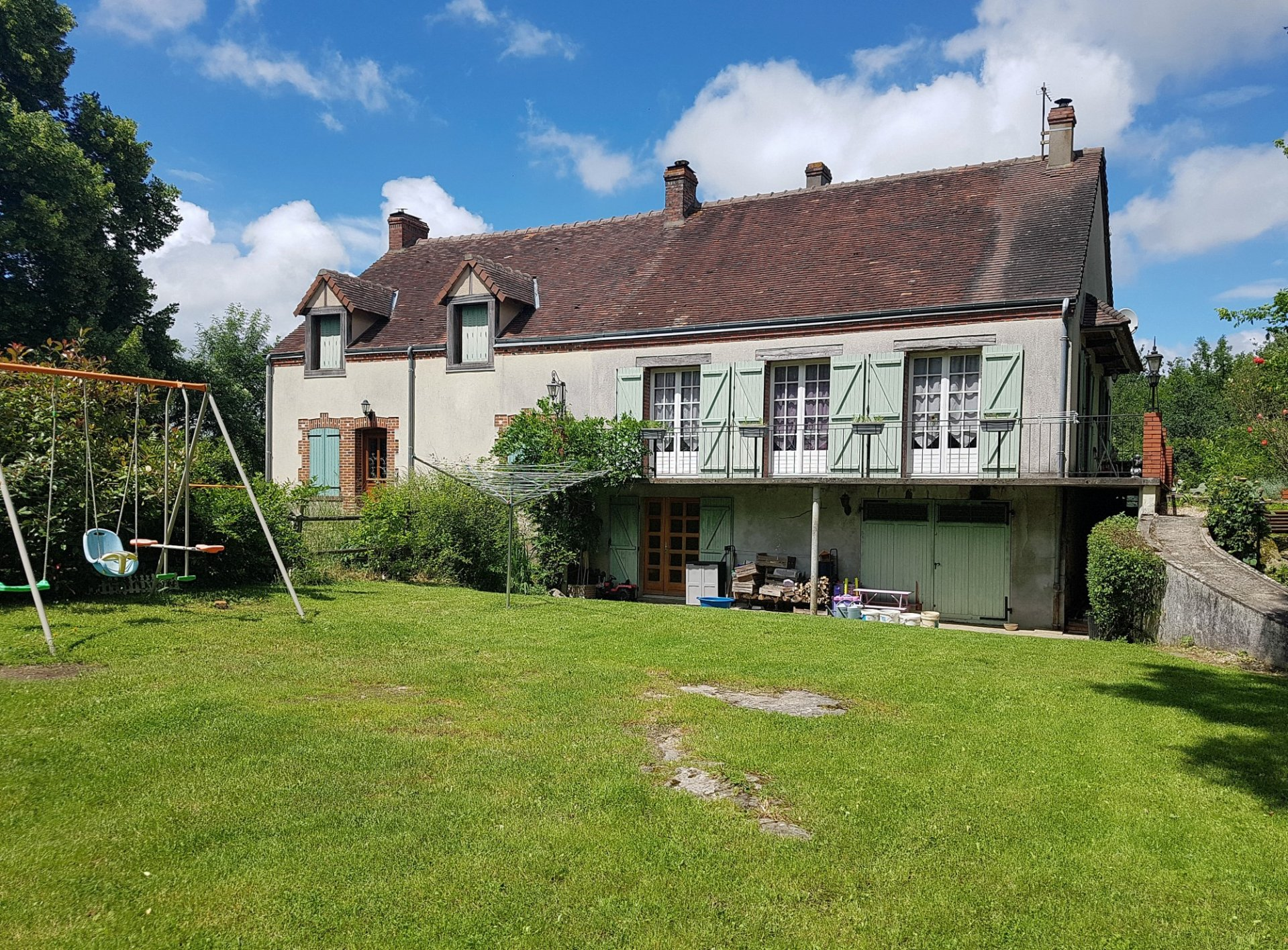 Two houses with land for sale near Eguzon, Indre 36