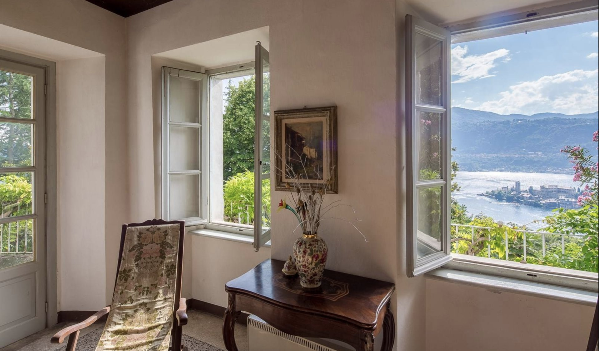 Historic property former convent for sale in Orta - lake view room