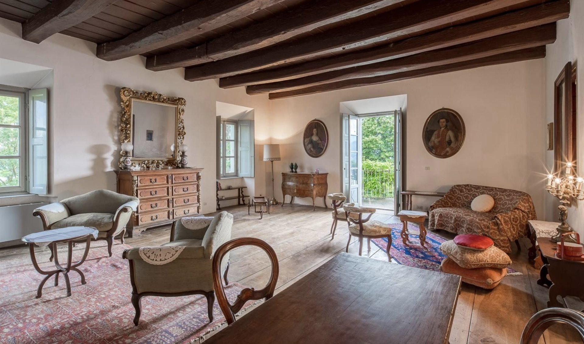 Historic property former convent for sale in Orta - living room