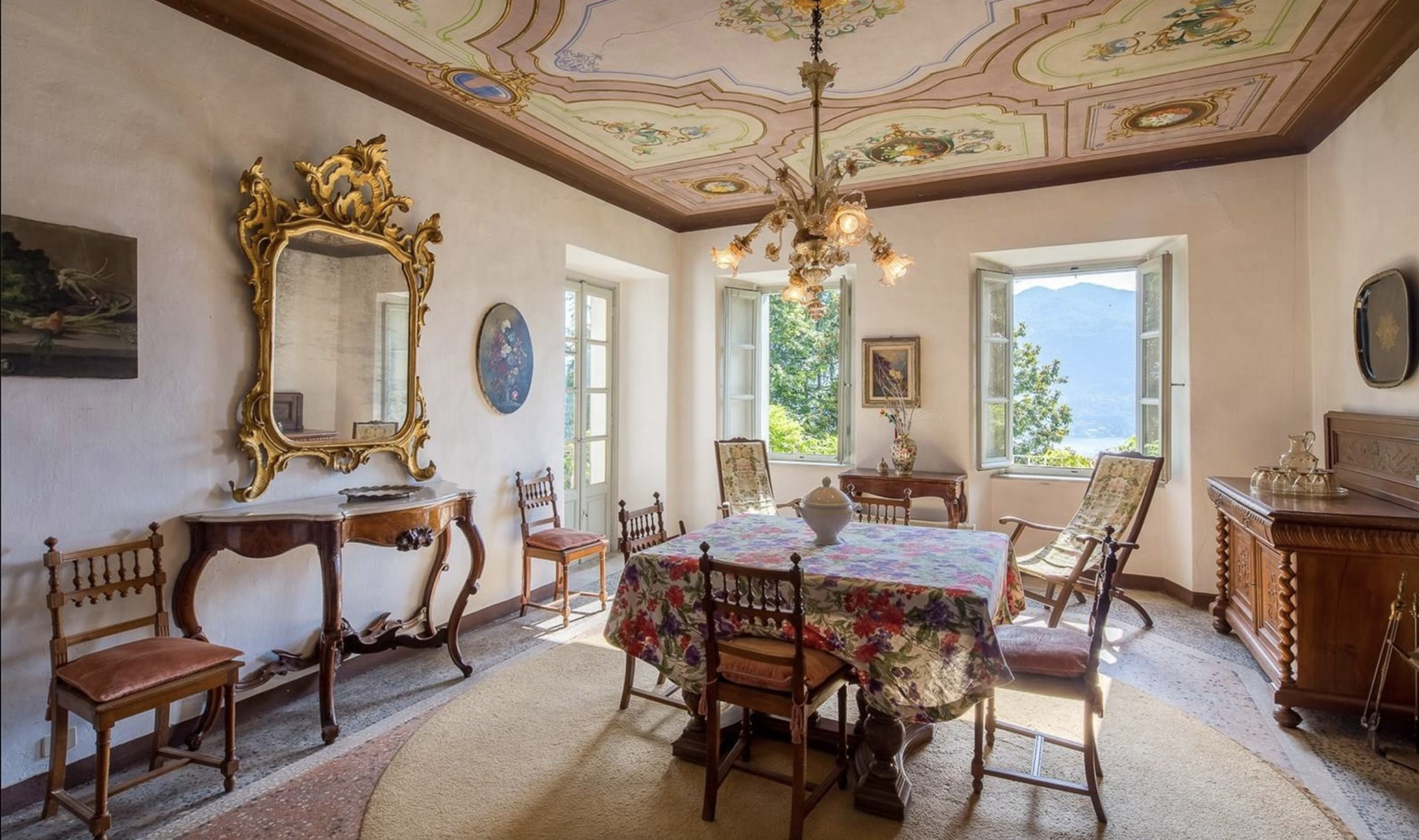 Historic property former convent for sale in Orta - dining room