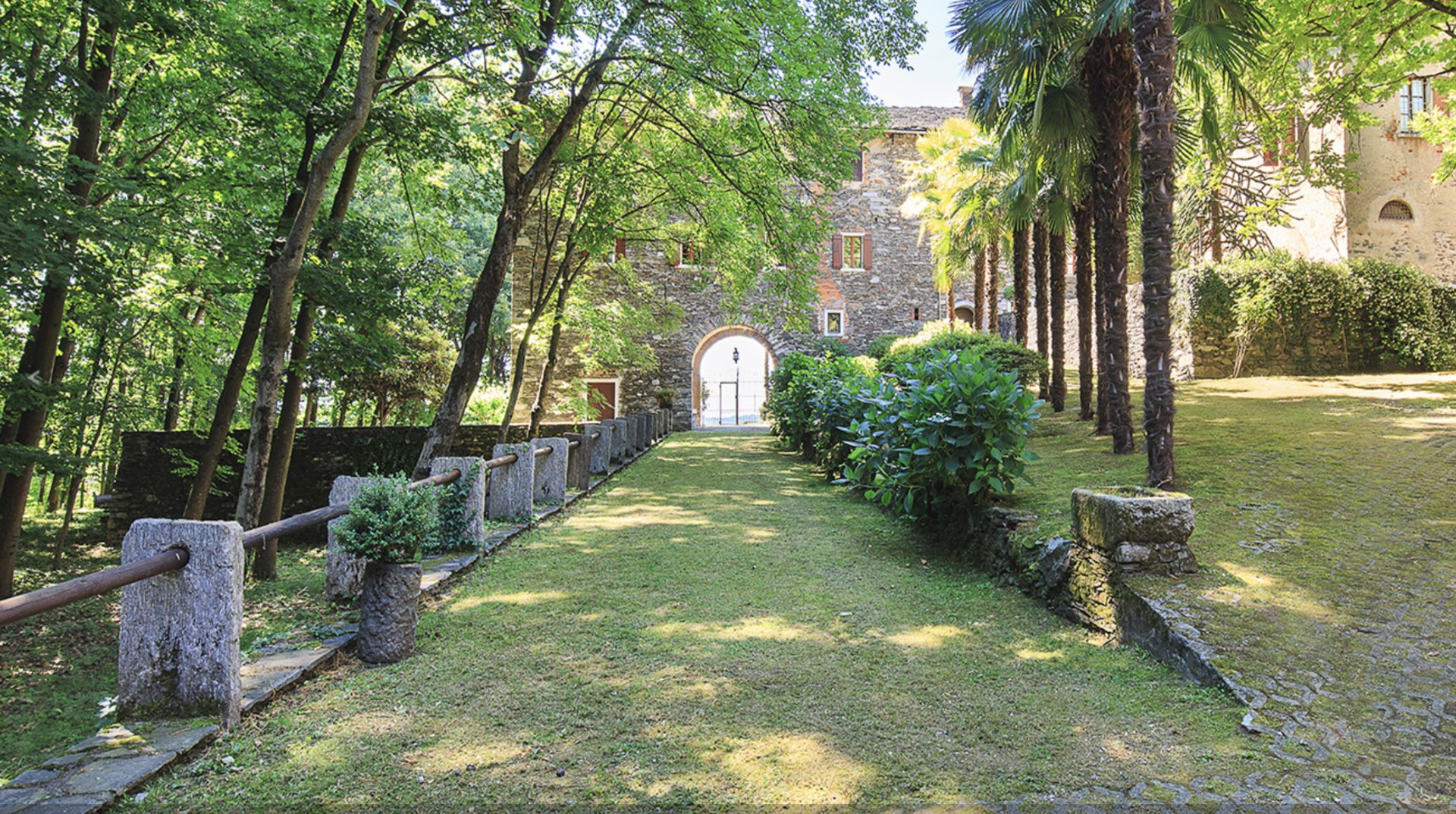 Historic property former convent for sale in Orta - entrance
