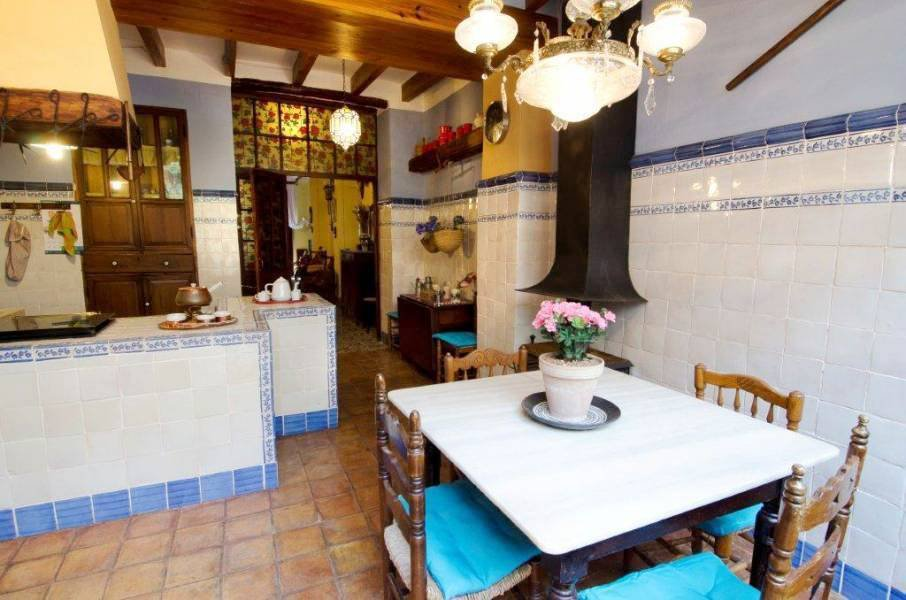 Wonderful restored Spanish townhouse with courtyard and roof terrace