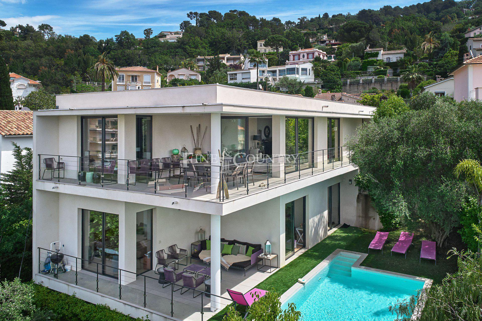 Contemporary Villa with sea views for sale in Cannes