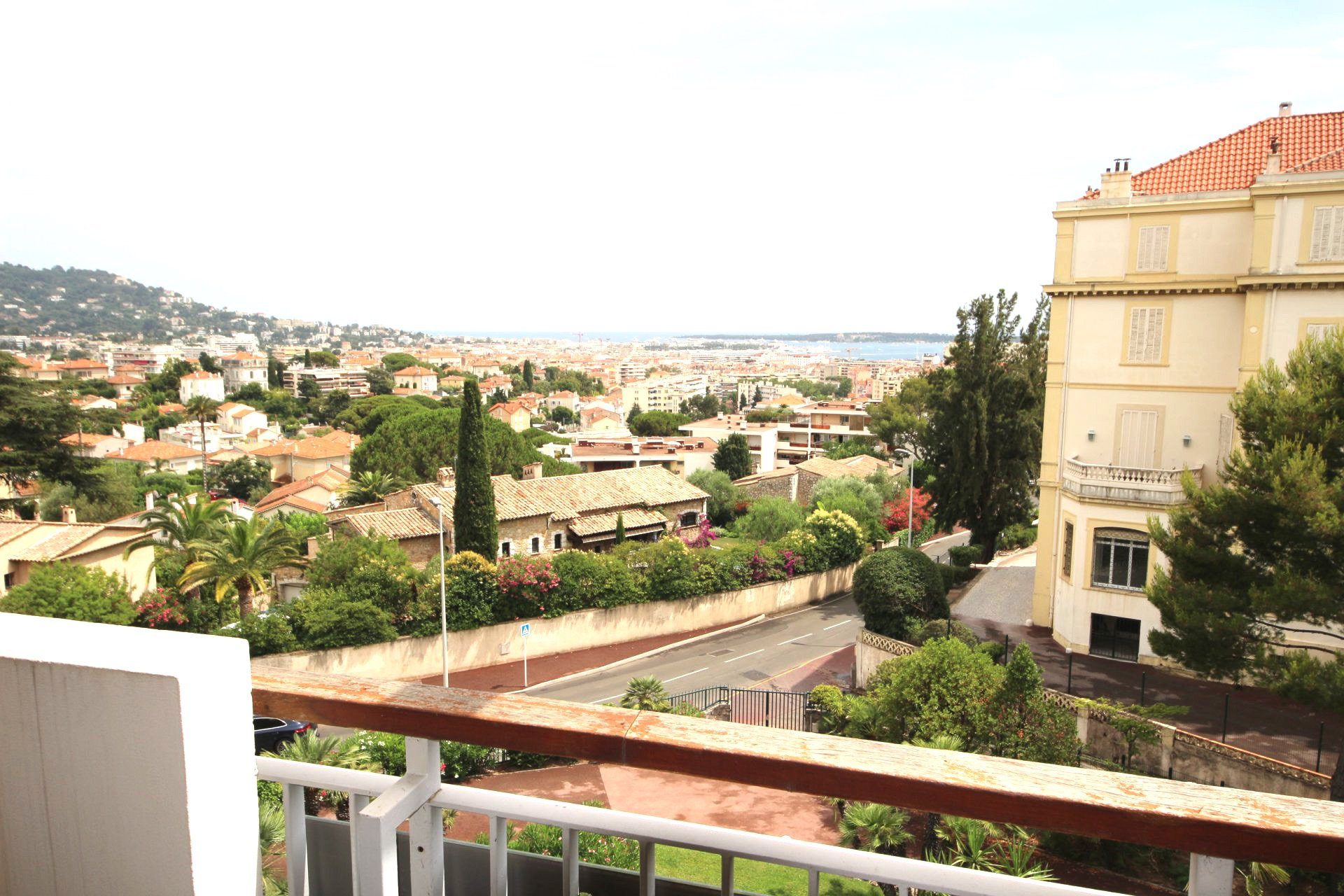 Cannes Tassigny 2 bedrooms top floor with sea view
