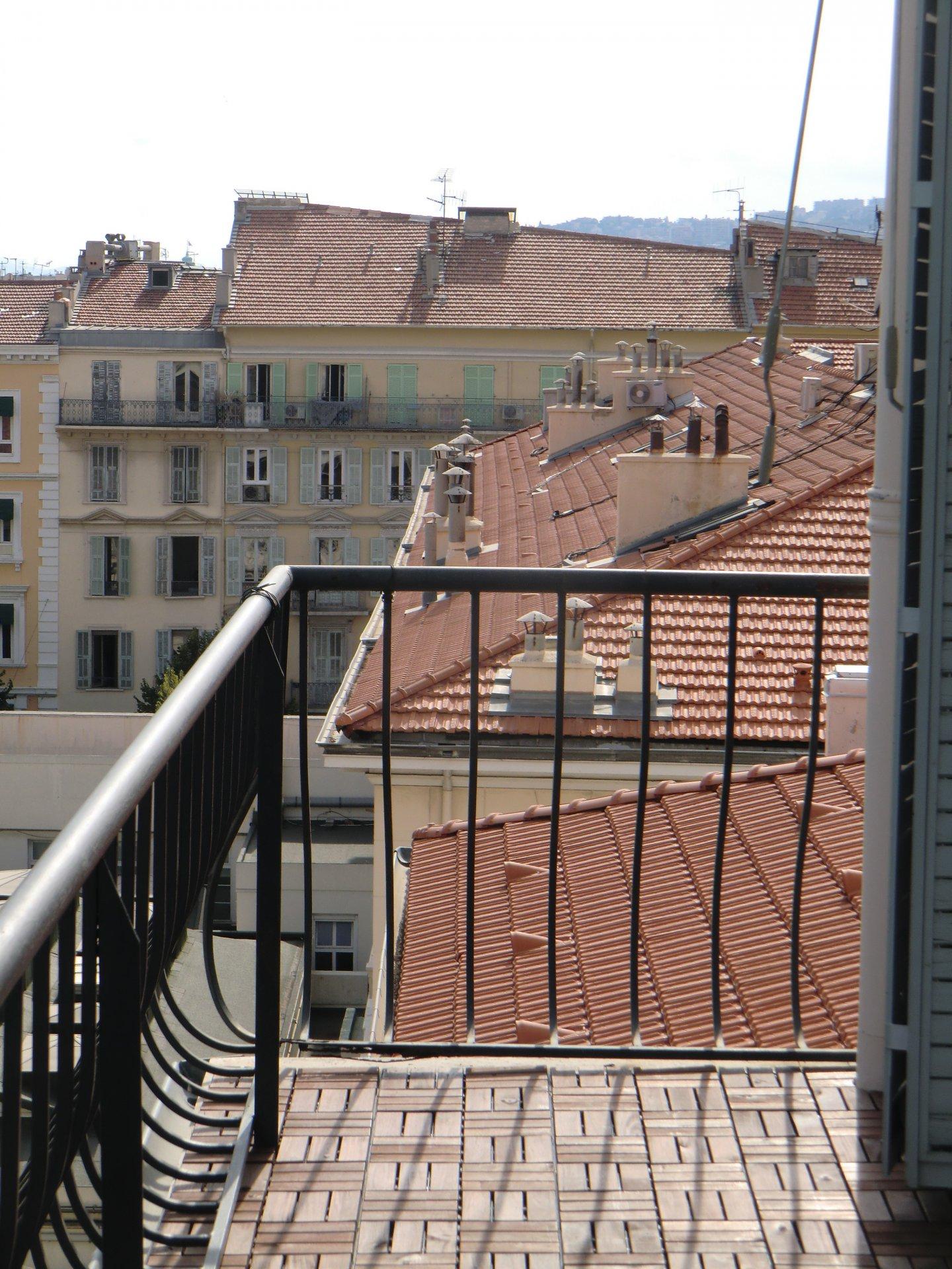 3 pièces à vendre, dernier étage Nice Hôtel des postes