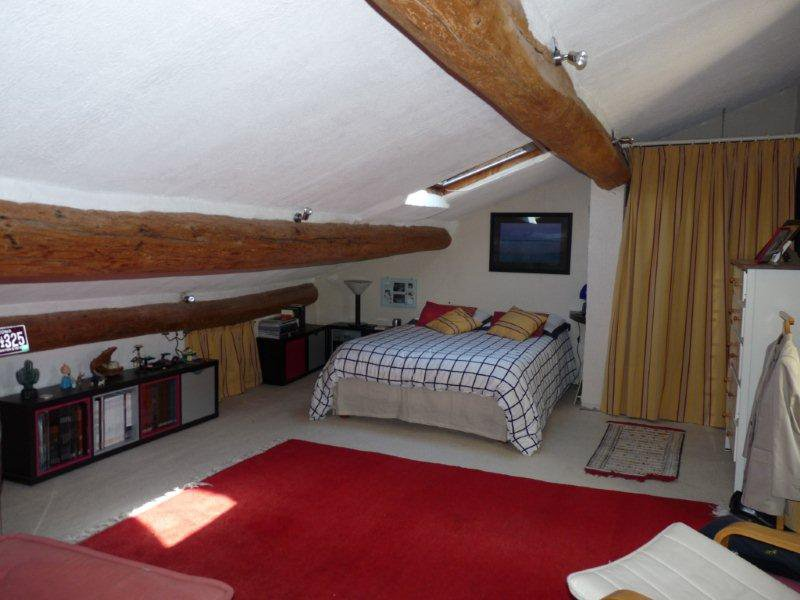 Maison de village type 6, 4 chambres, bureau, jardinet, terrasse