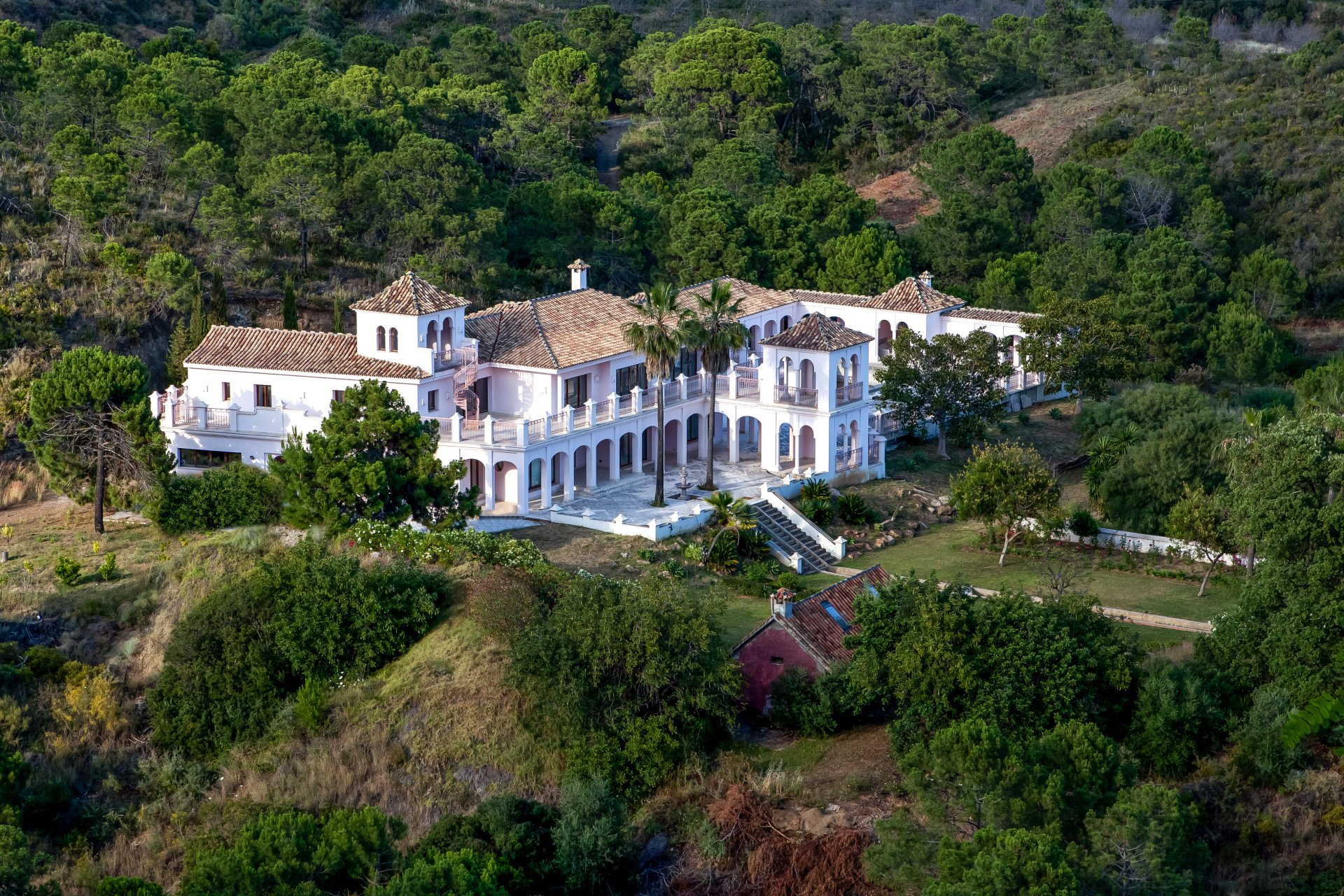 PALATIAL property on an estate of 20 Hectares