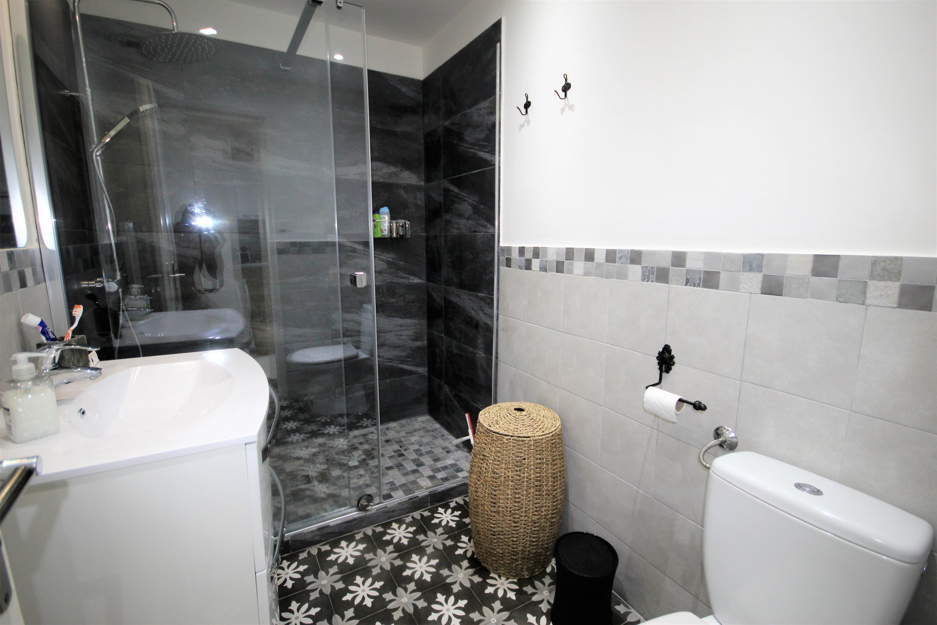CANNES NEAR CENTER AND BEACHES 2 ROOMS RENOVATED