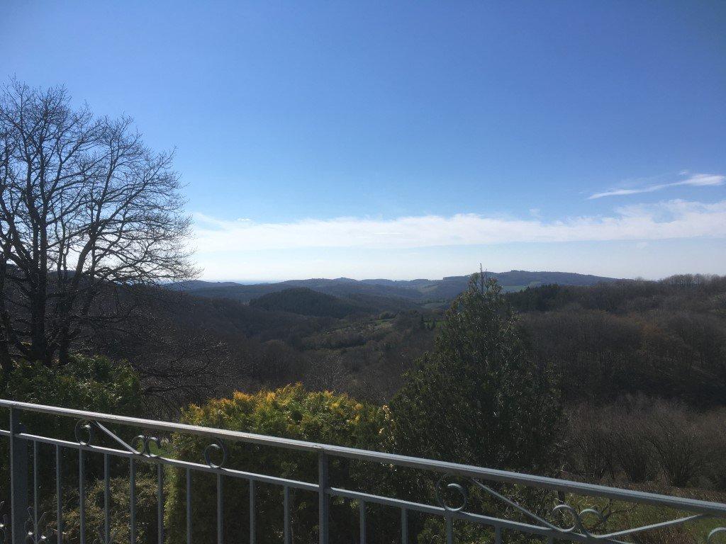 Riant zorgeloos huis met fantastisch uitzicht over de Morvan