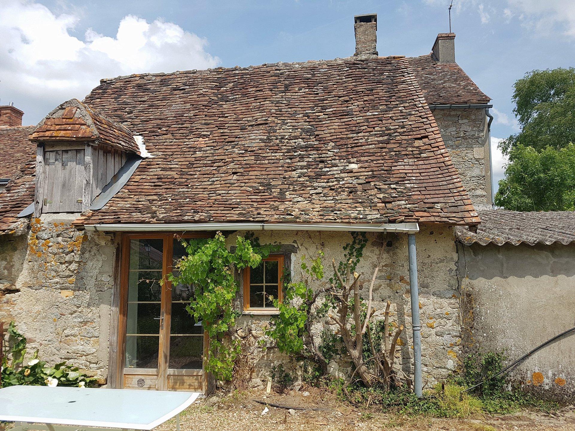 Near Montmorillon, Vienne 86: village house with garden