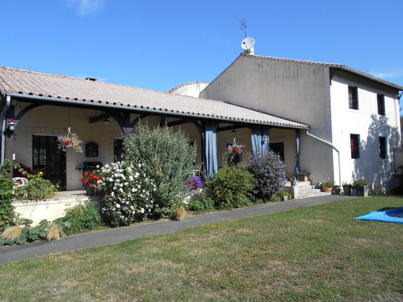 Sale House - Brion Pres Thouet