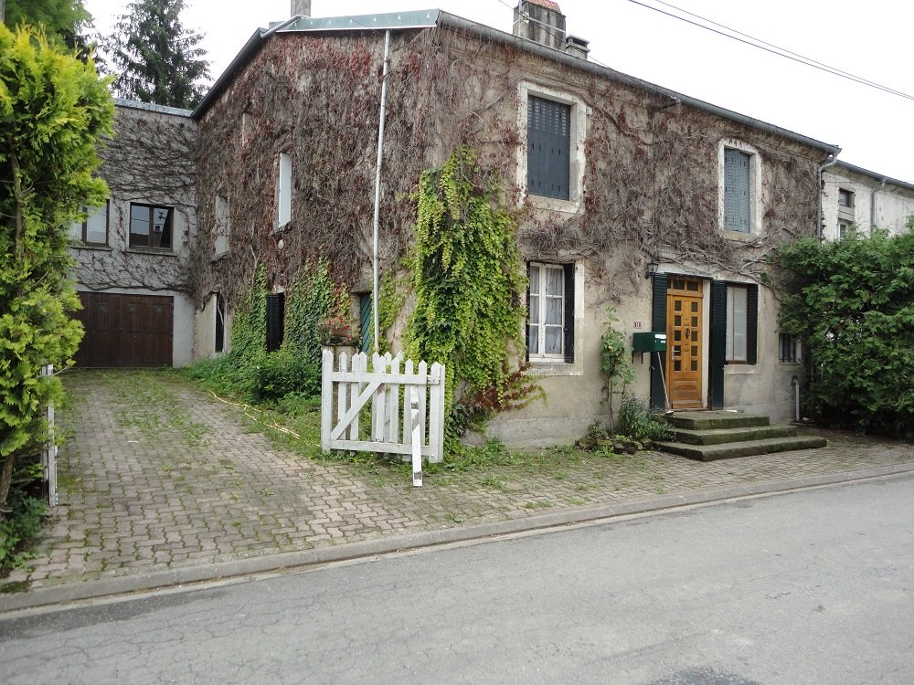 Grande maison avec un grand terrain en Haute-Marne