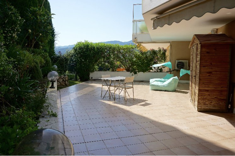 Mandelieu Minelle - VAST APARTMENT TYPE 2 RENOVATED WITH TERRACE OF 67 M2