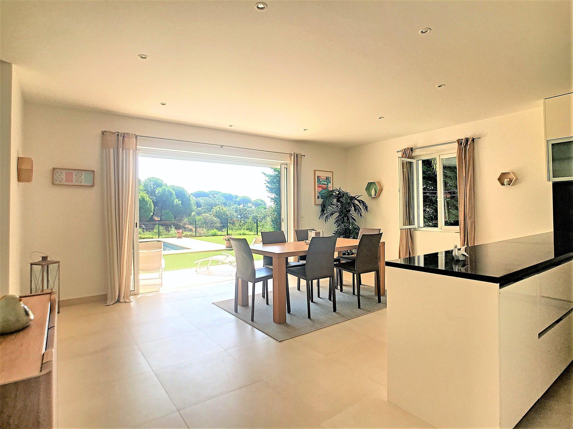 Superbe villa moderne avec piscine, proche plage