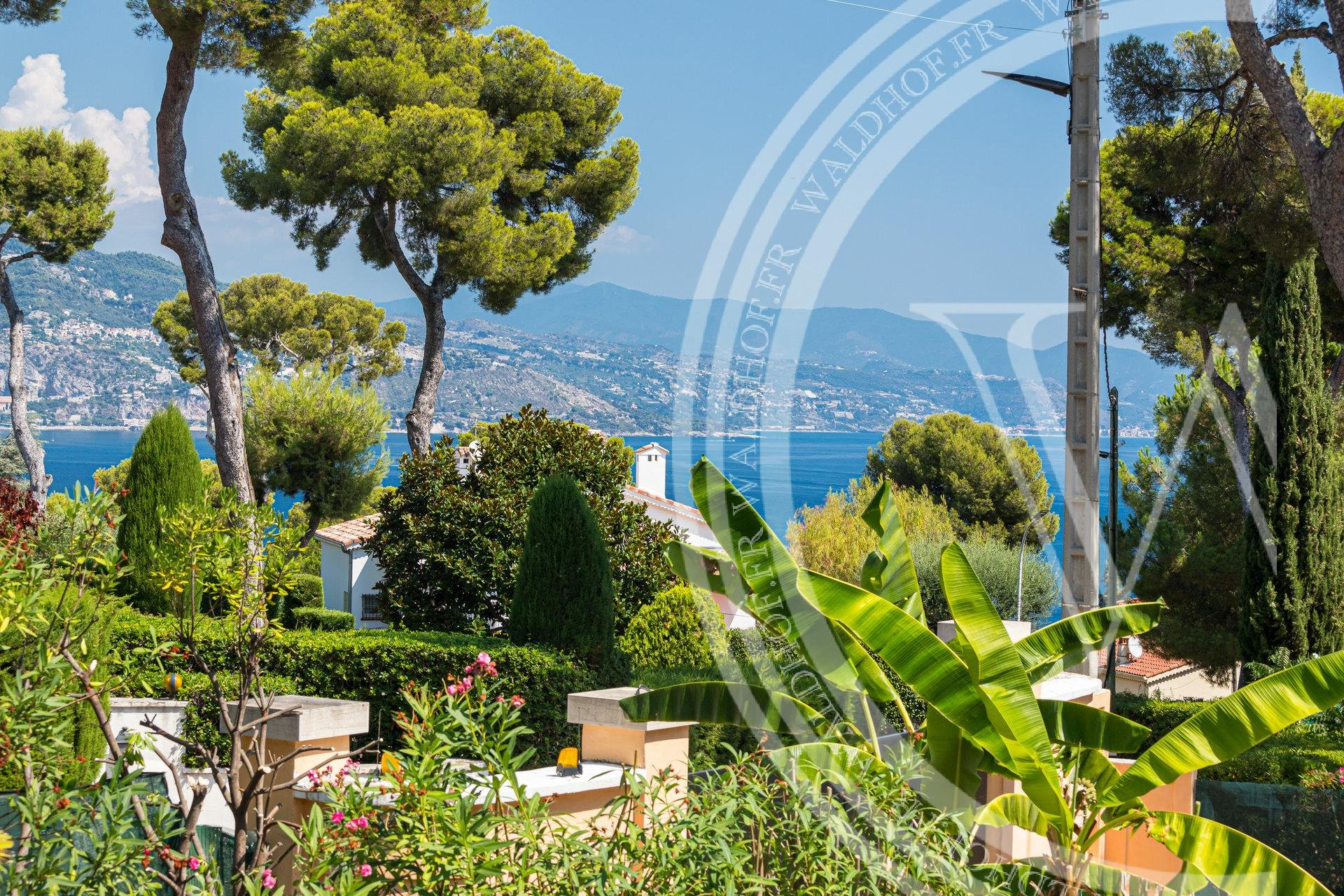 Opportunity to build 650 m2 mega villa in the heart of Cap Martin
