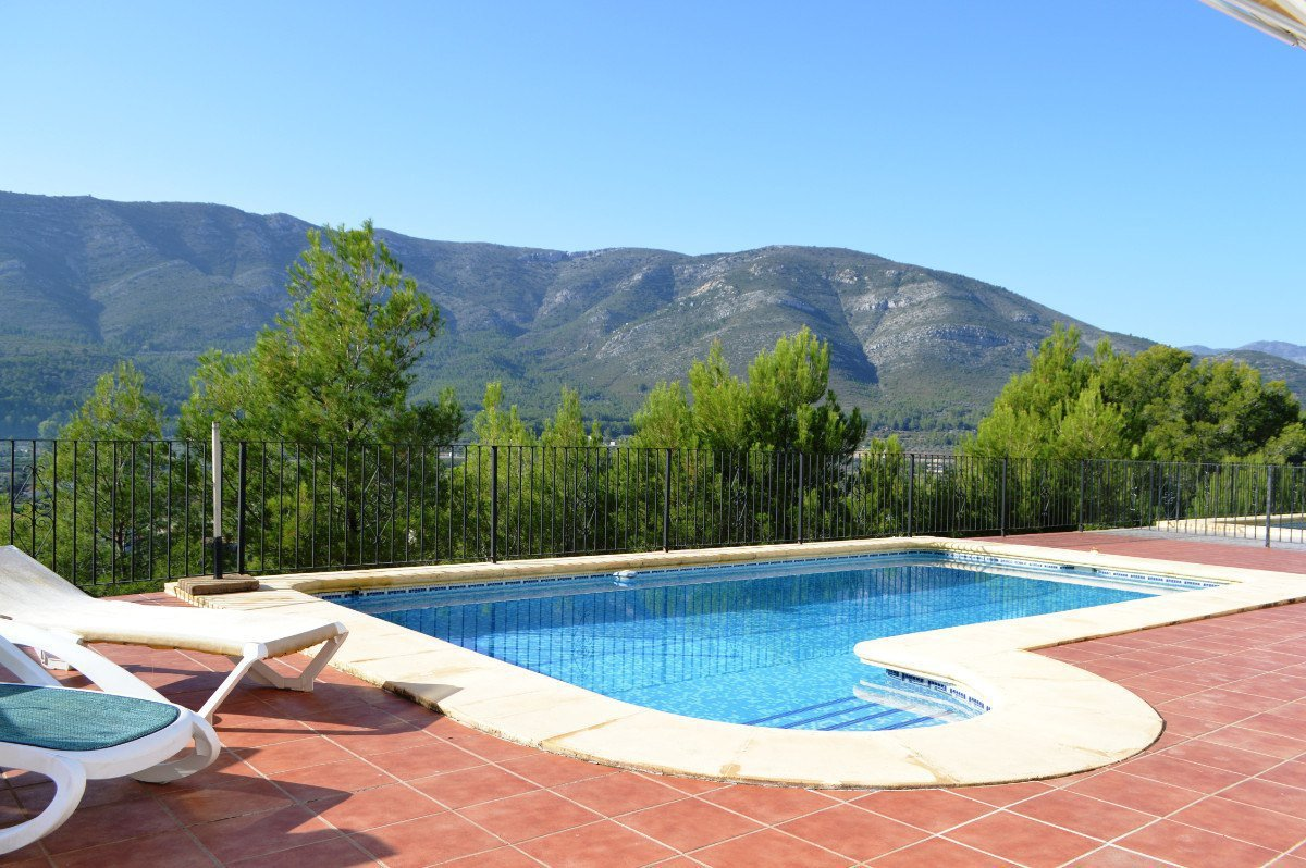 South facing detached villa situated in a quiet cul-de-sac