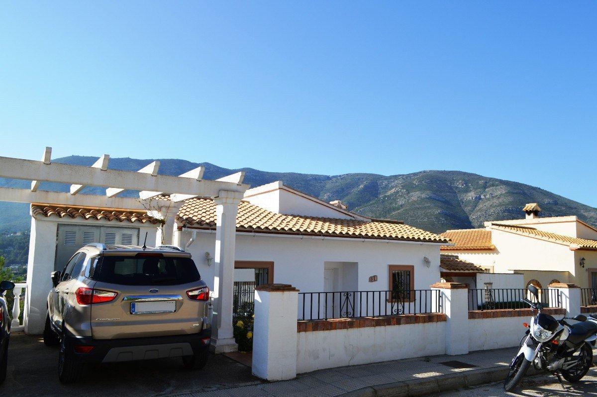 South facing detached villa situated in a quiet cul-de-sac