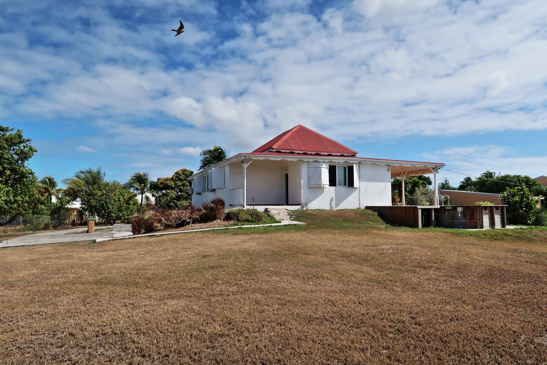 Villa T5 avec piscine + garage et bureau / Vue dégagée