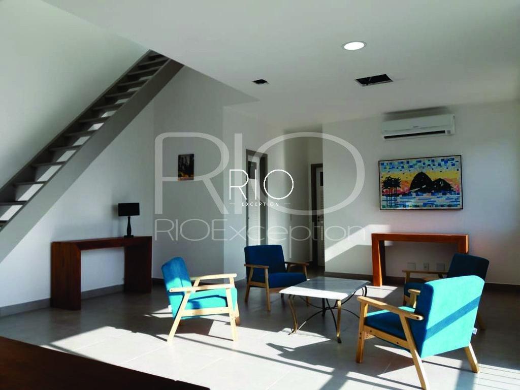 LAGOA - Lindíssima cobertura duplex de 220m2.