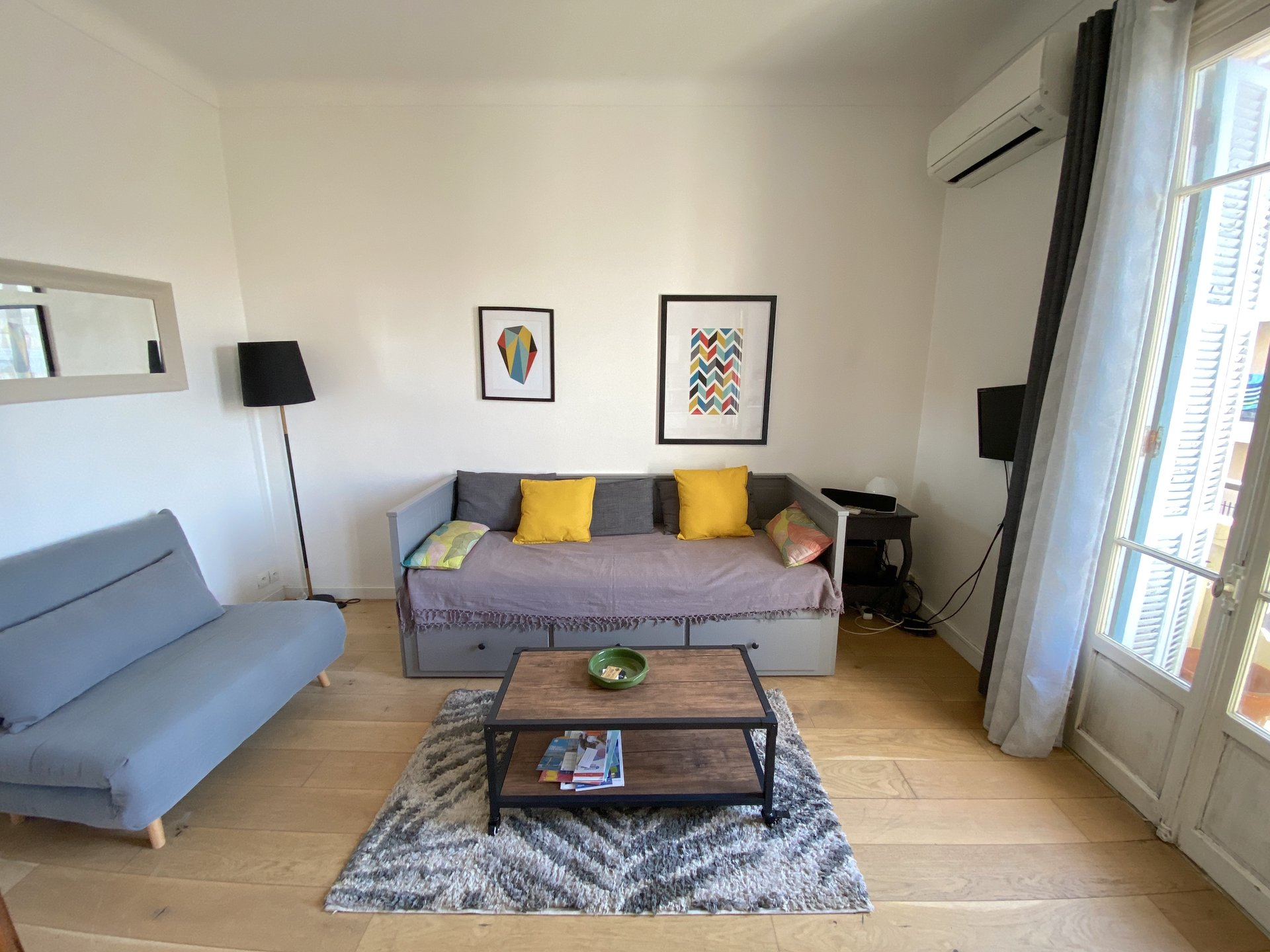 STUDIO RENOVATED 100 METERS FROM LES REMPARTS