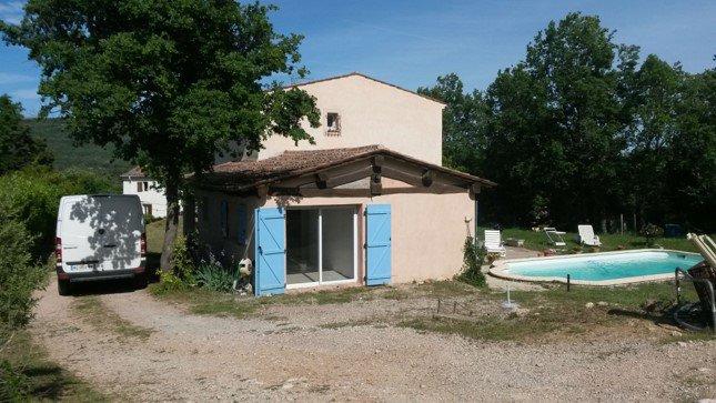 Villa avec piscine et studio sur 1500m2 tout proche village