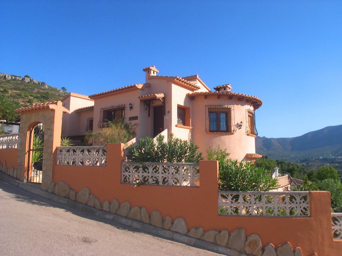 Large 4 bed detached villa with outstanding views