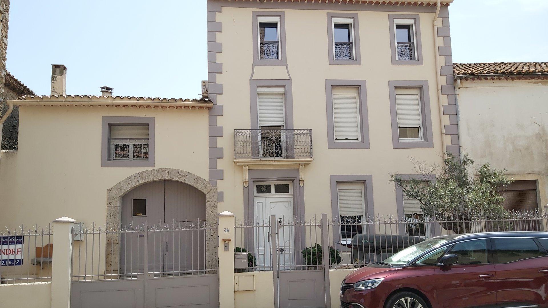 Sale House - Névian