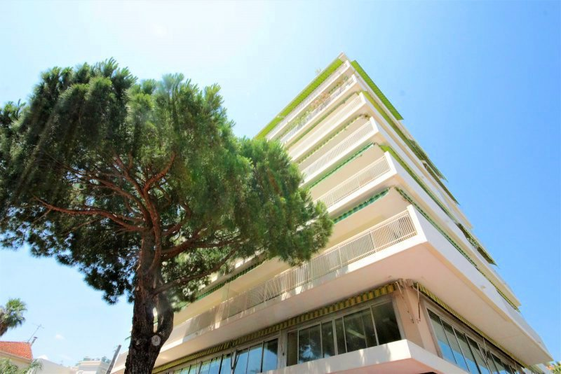 AJC IMMOBILIER CANNES offers for you in exclusivity in Cannes Basse Californie, a few meters from the Croisette ...