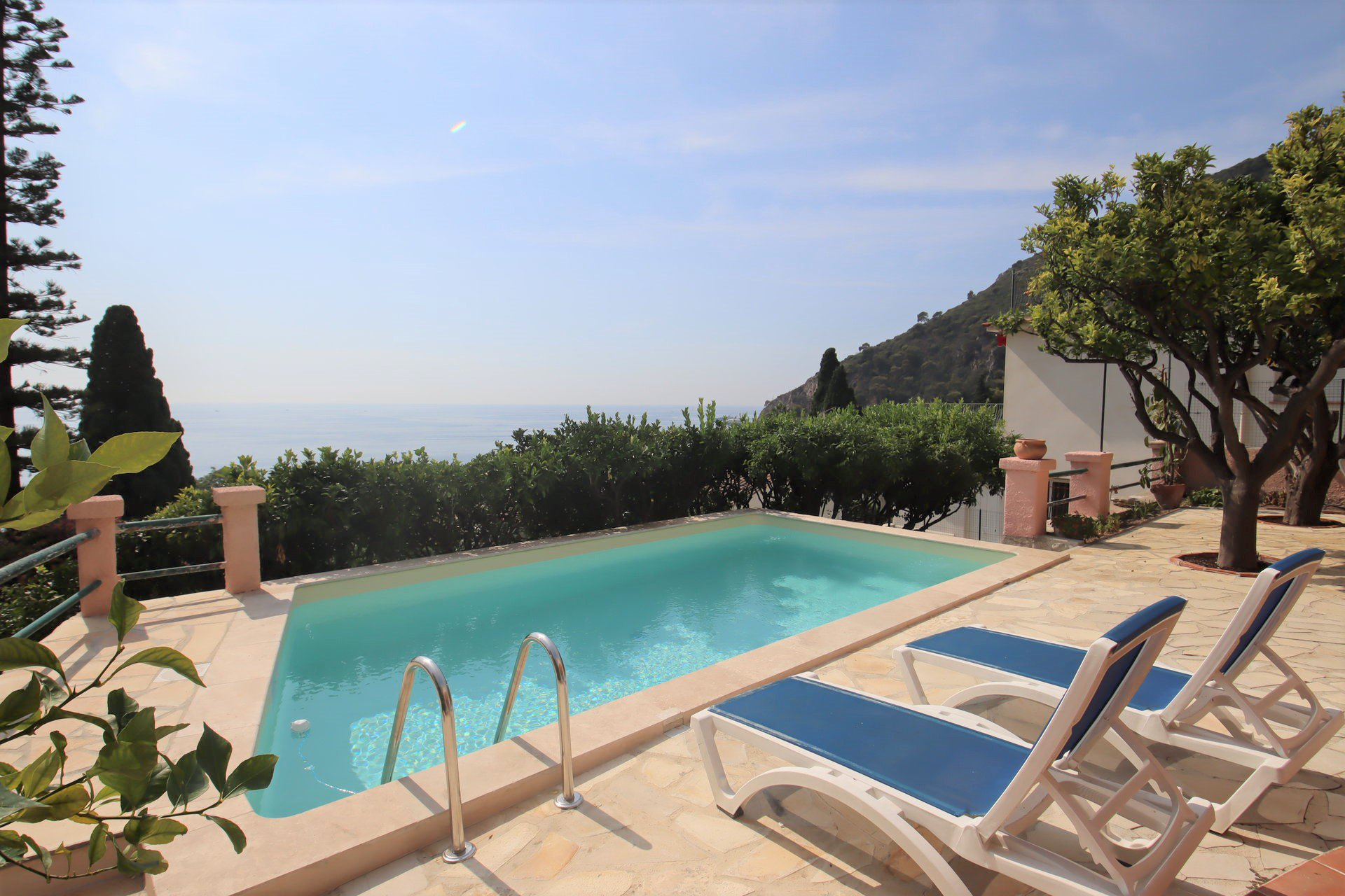 Eze bord de mer villa 200 m² piscine