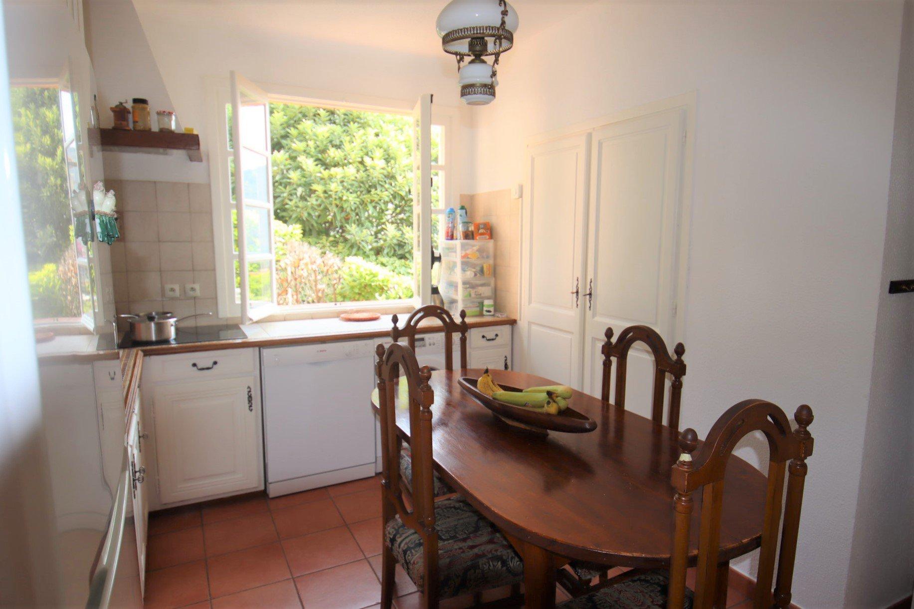 Eze bord de mer villa 200 m² cuisine
