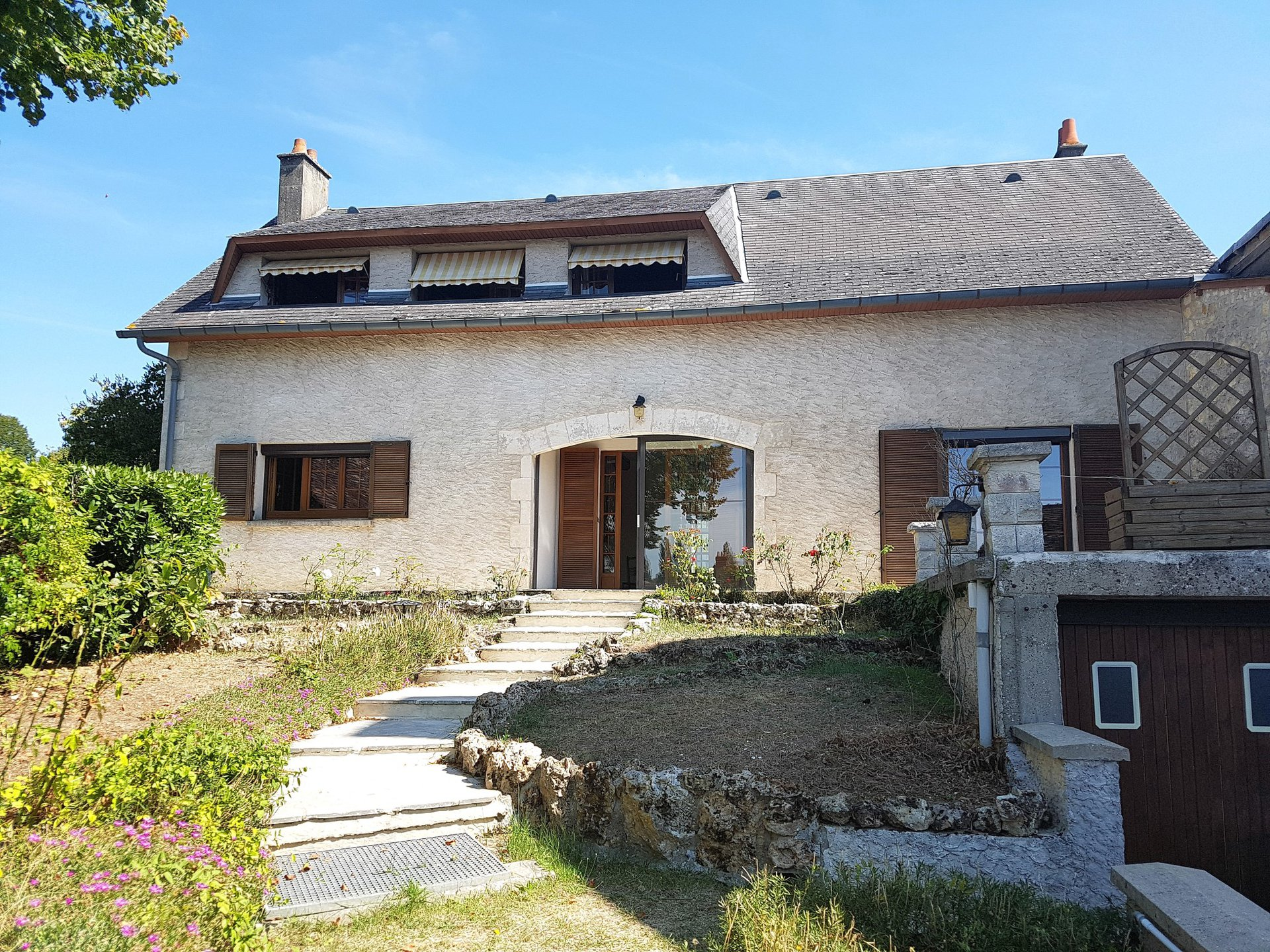 La Brenne, Indre 36: village house with garage