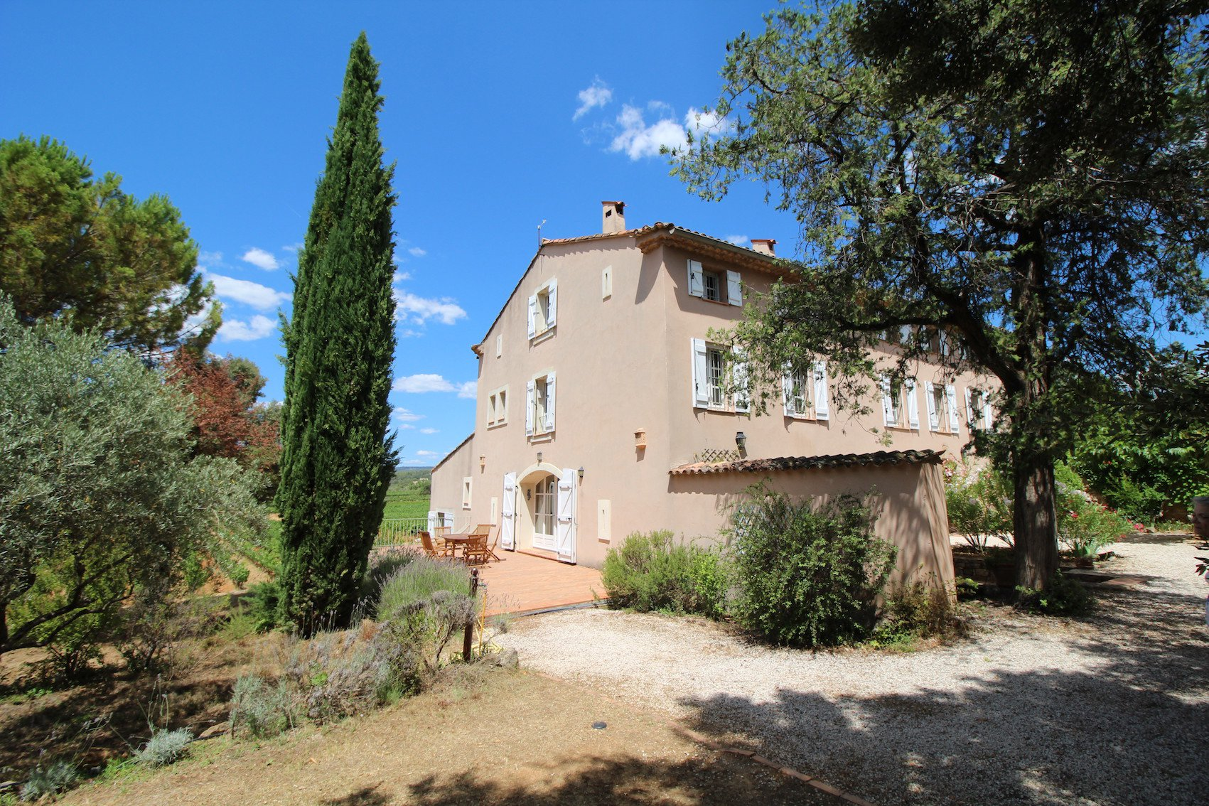 5 minutes from Cotignac, a lovely an unique property