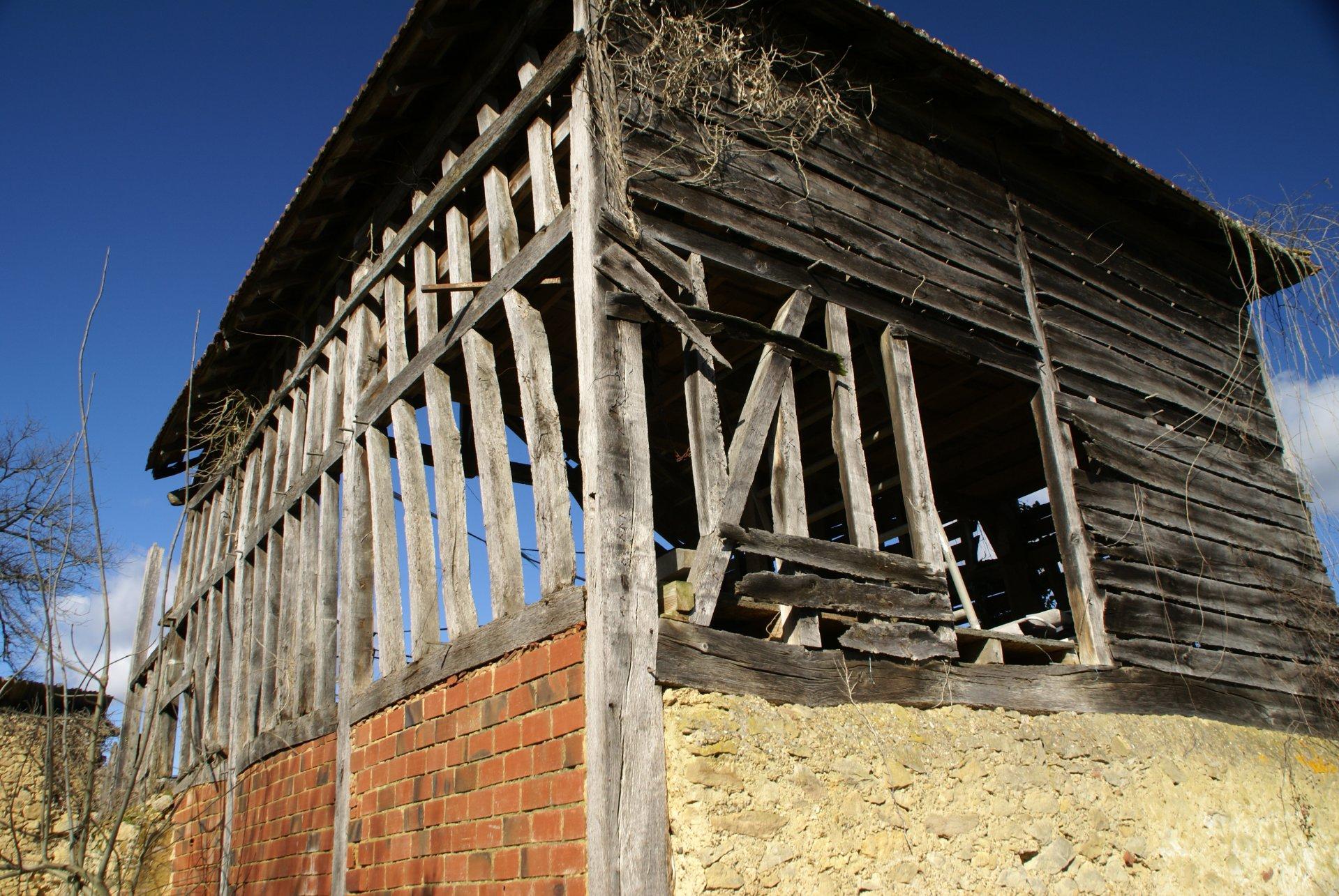 Te renoveren gebouw en schuur vlakbij Lupiac / Midi-Pyrénéen