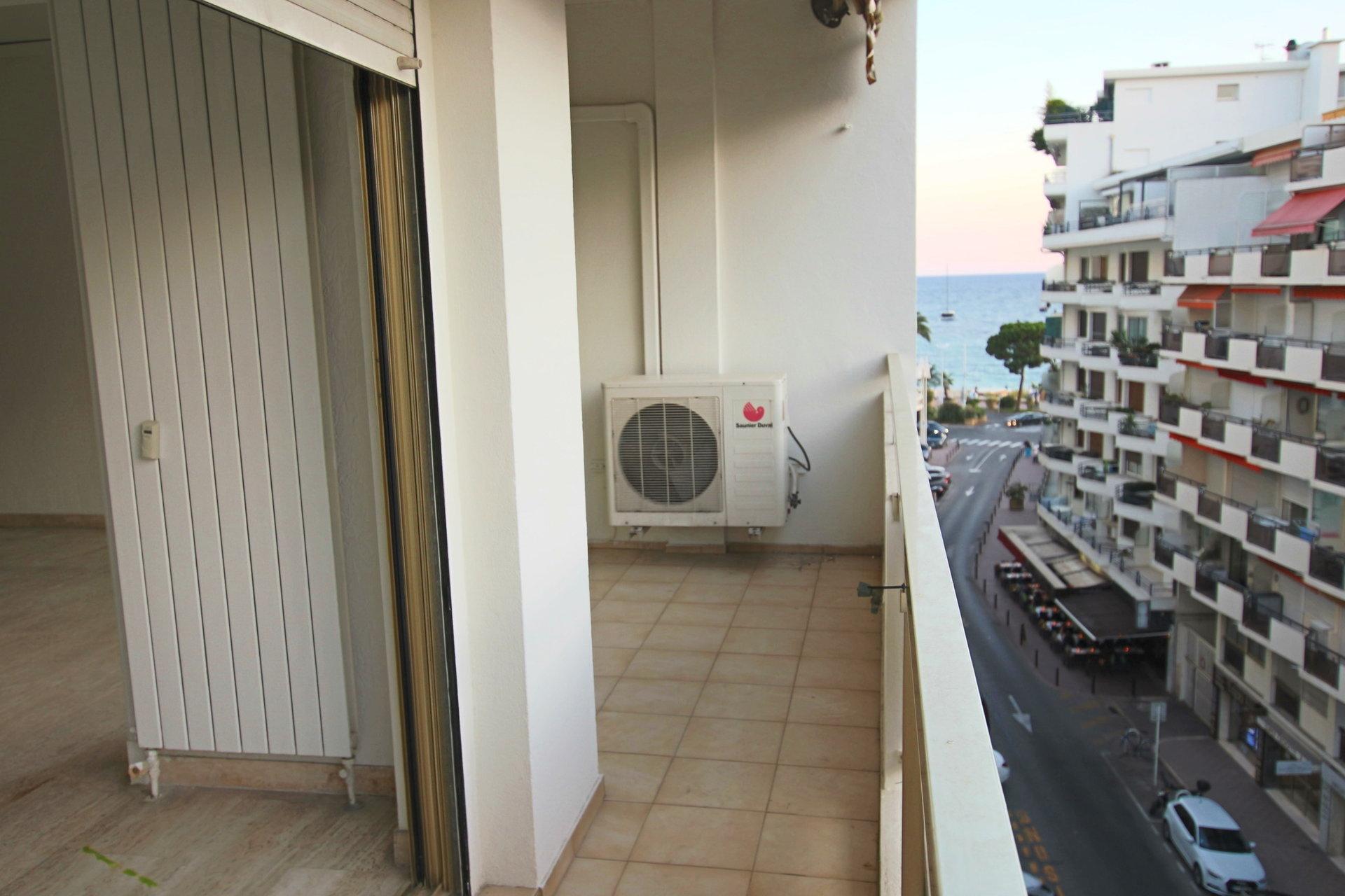 2 pièces de 48 m² VIDE (Cannes- BANANE-)