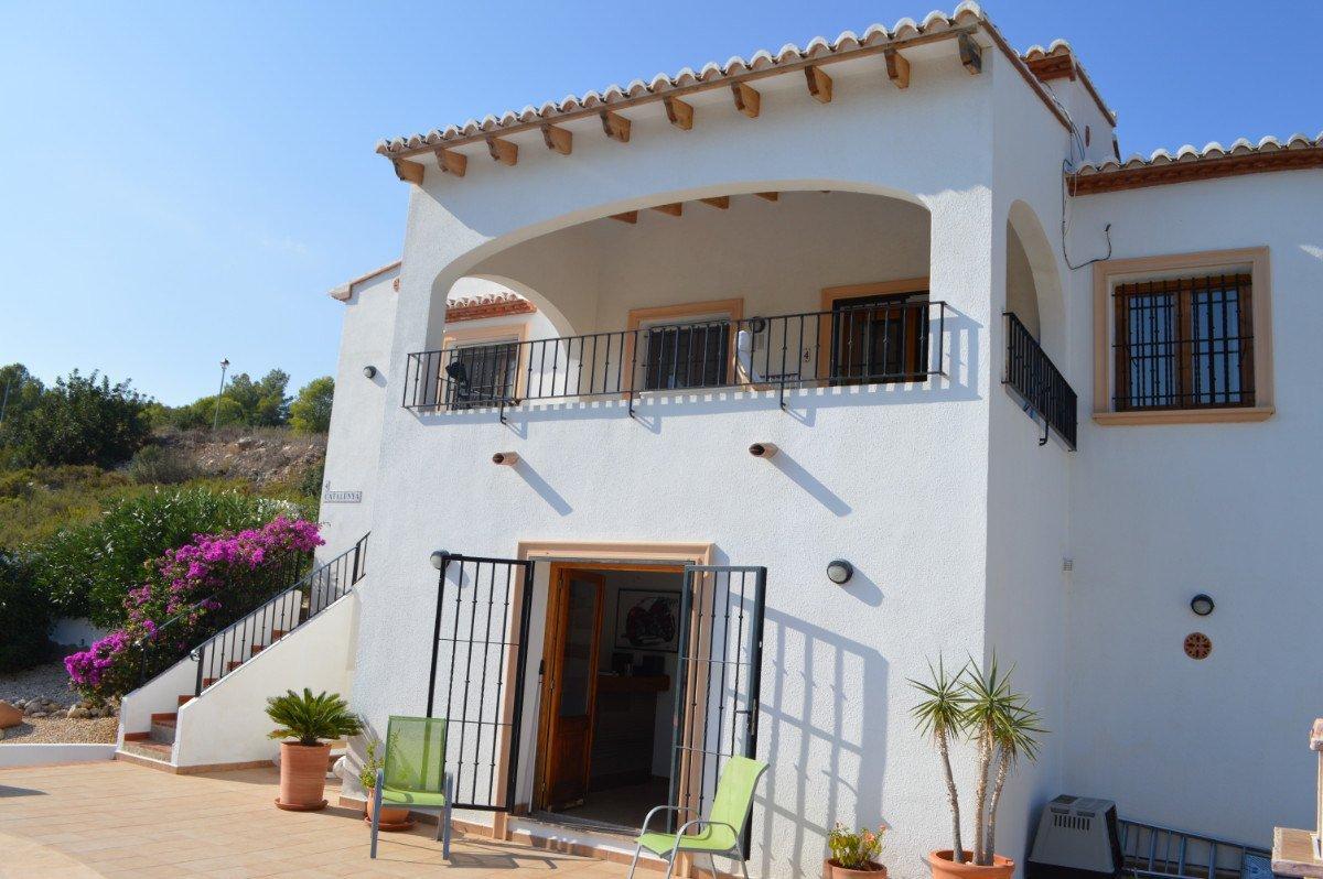 Impressive villa with stunning views