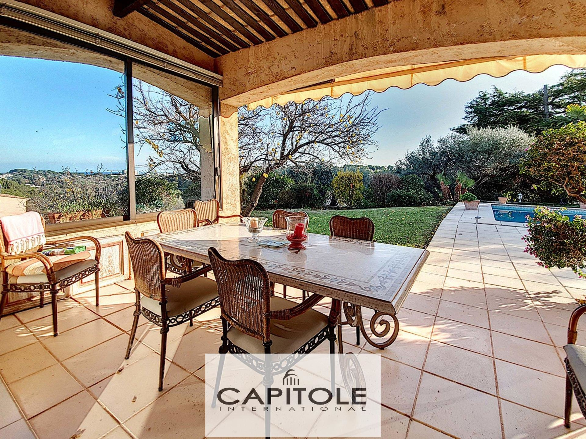 Antibes - villa of 200m² with swimming pool.