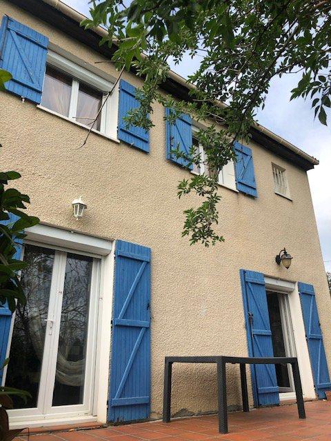 Maison traditionnelle T4 sur 850 m² de jardin. VERFEIL CENTRE