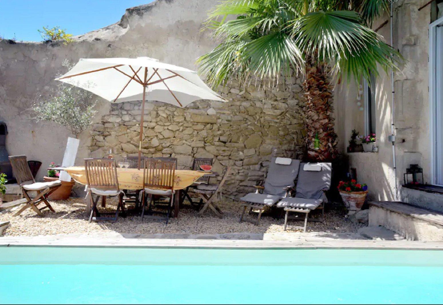 Maison vigneronne avec cour et piscine