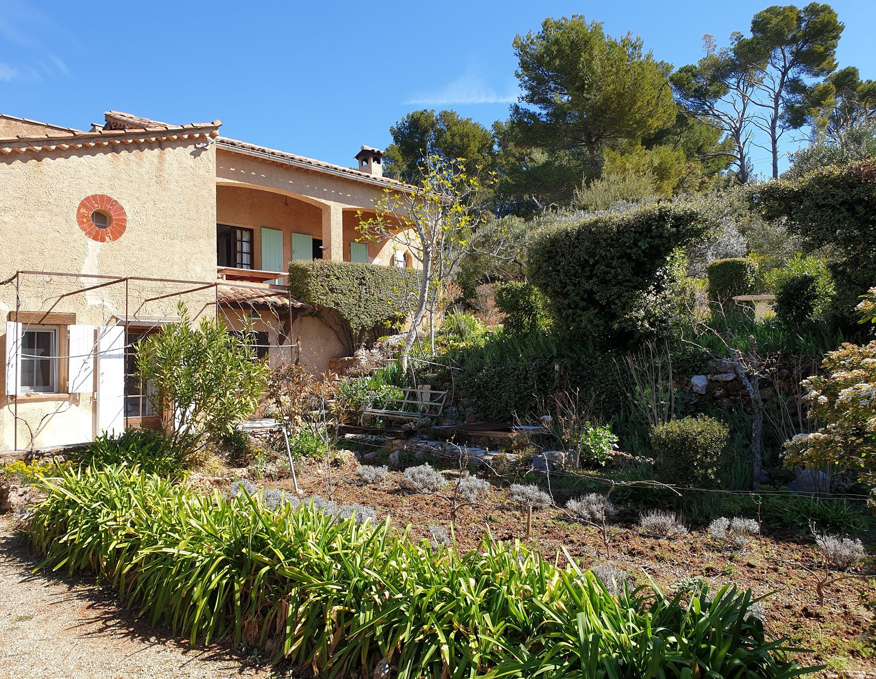 Charming Provençal house on a land of 7326 m² swimming pool allowed