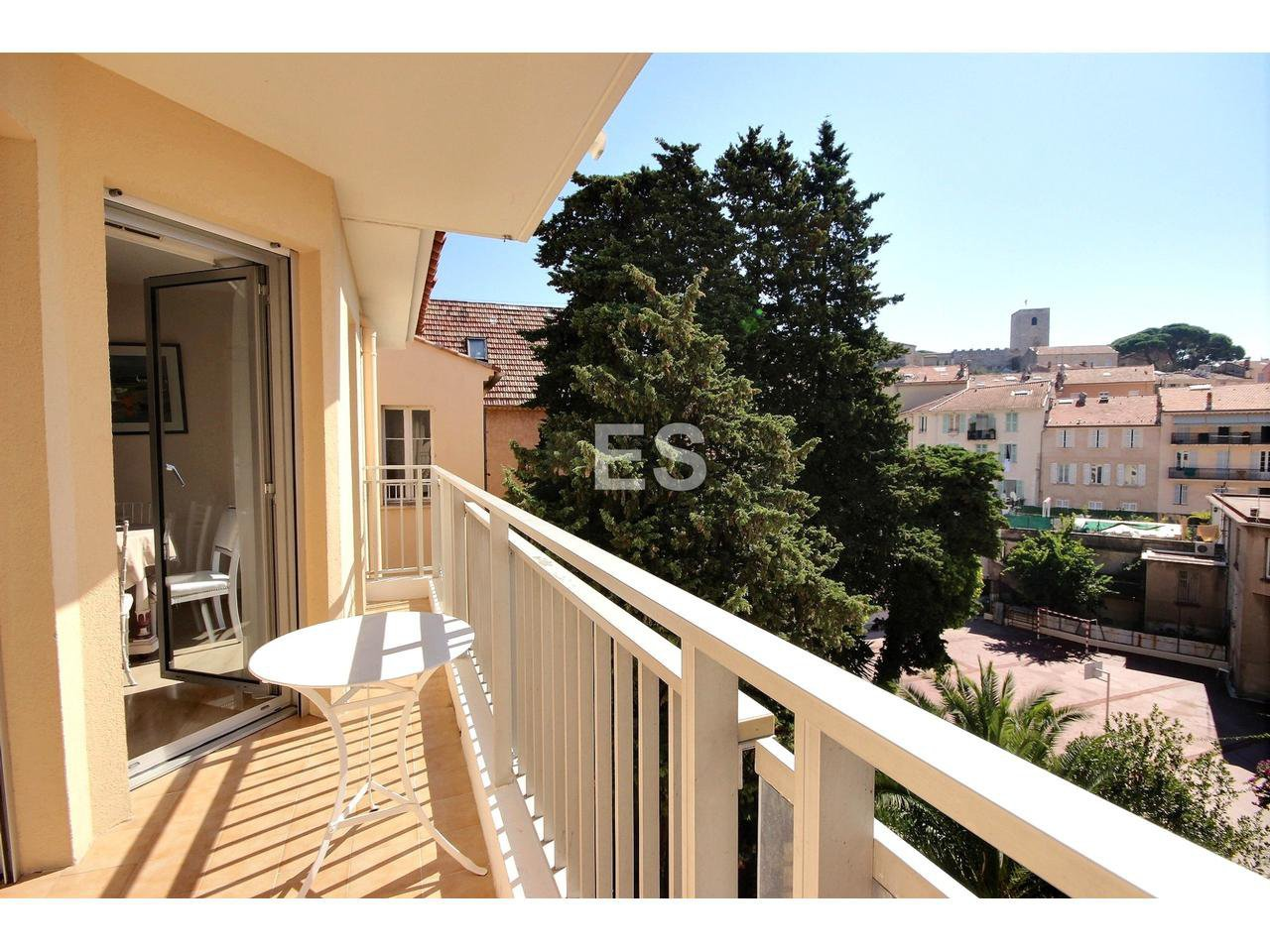 Property for sale in Cannes Le Suquet with balcony