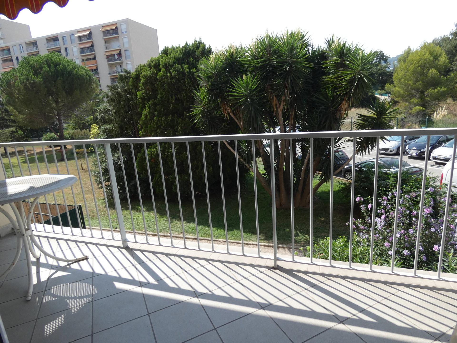 Exclusivité! Antibes les pins Beau 3 pièces de 67m2 Terrasse et parking privatif