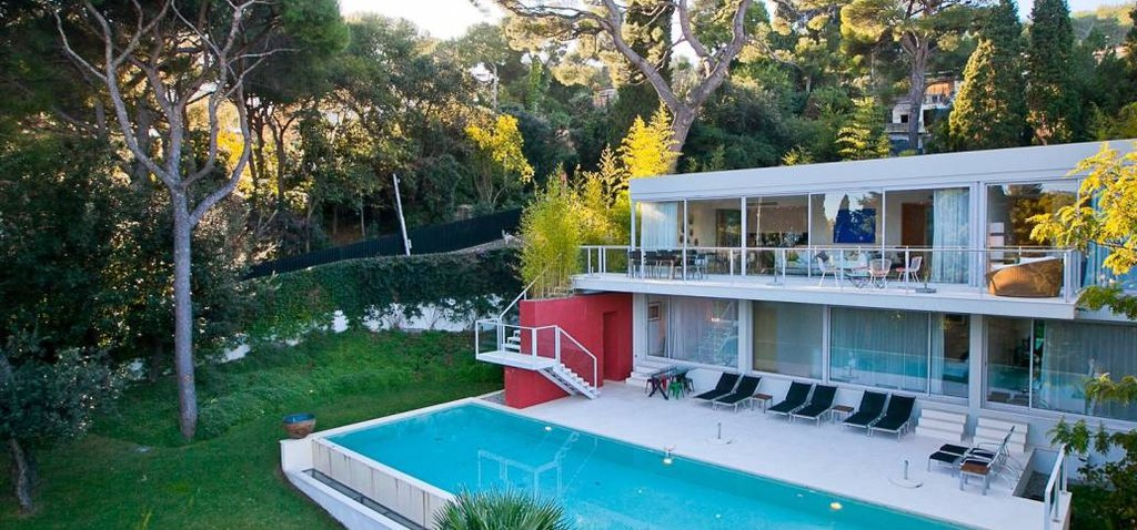 Cap Ferrat - Modern villa in calm area