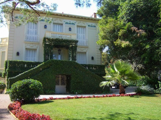Cap Ferrat - Luxury historic villa with garden