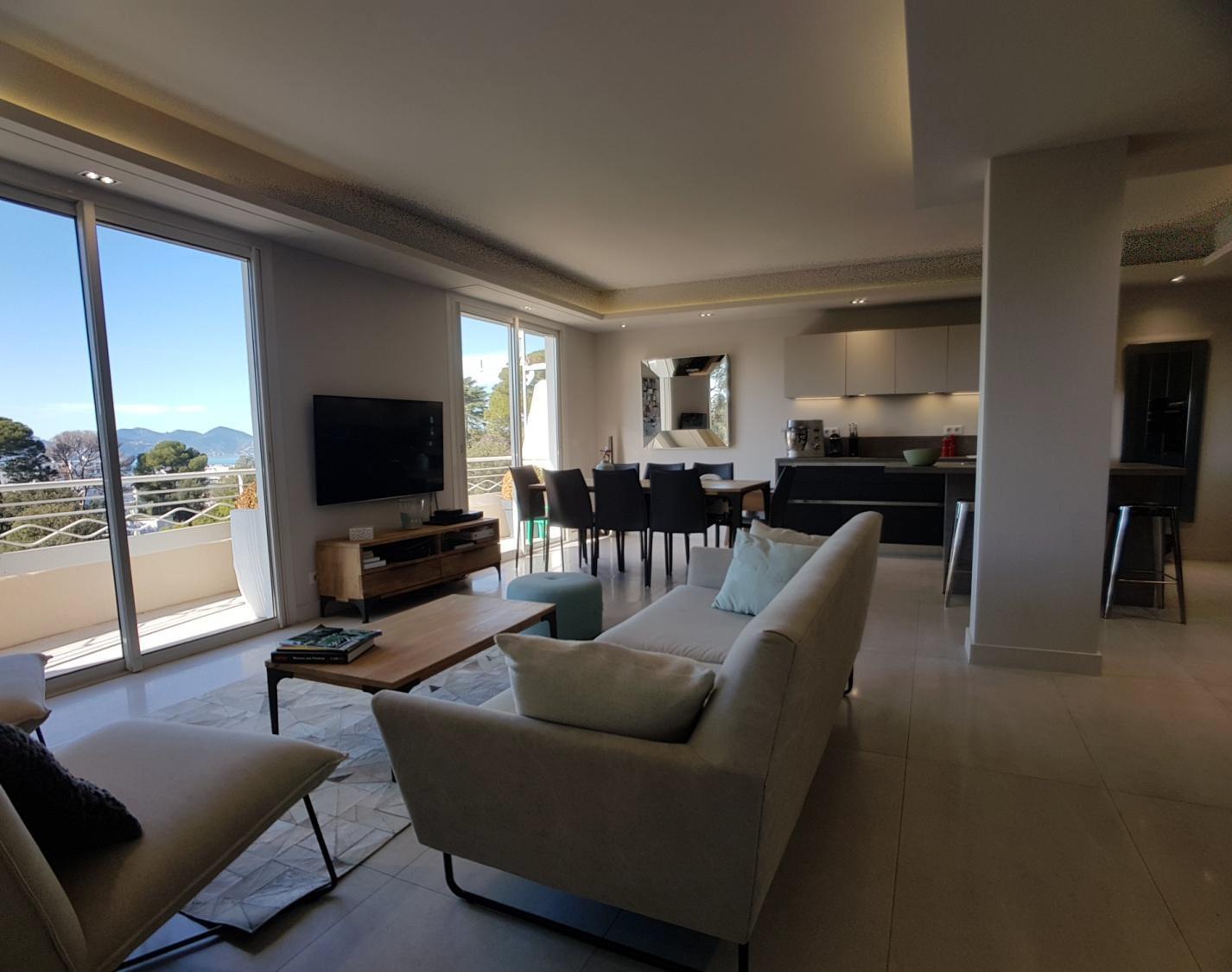 Cannes Californie Montrose  - Lekker nyrenovert toppetasje med 85m2 takterrasse, balkonger og sjøutsikt