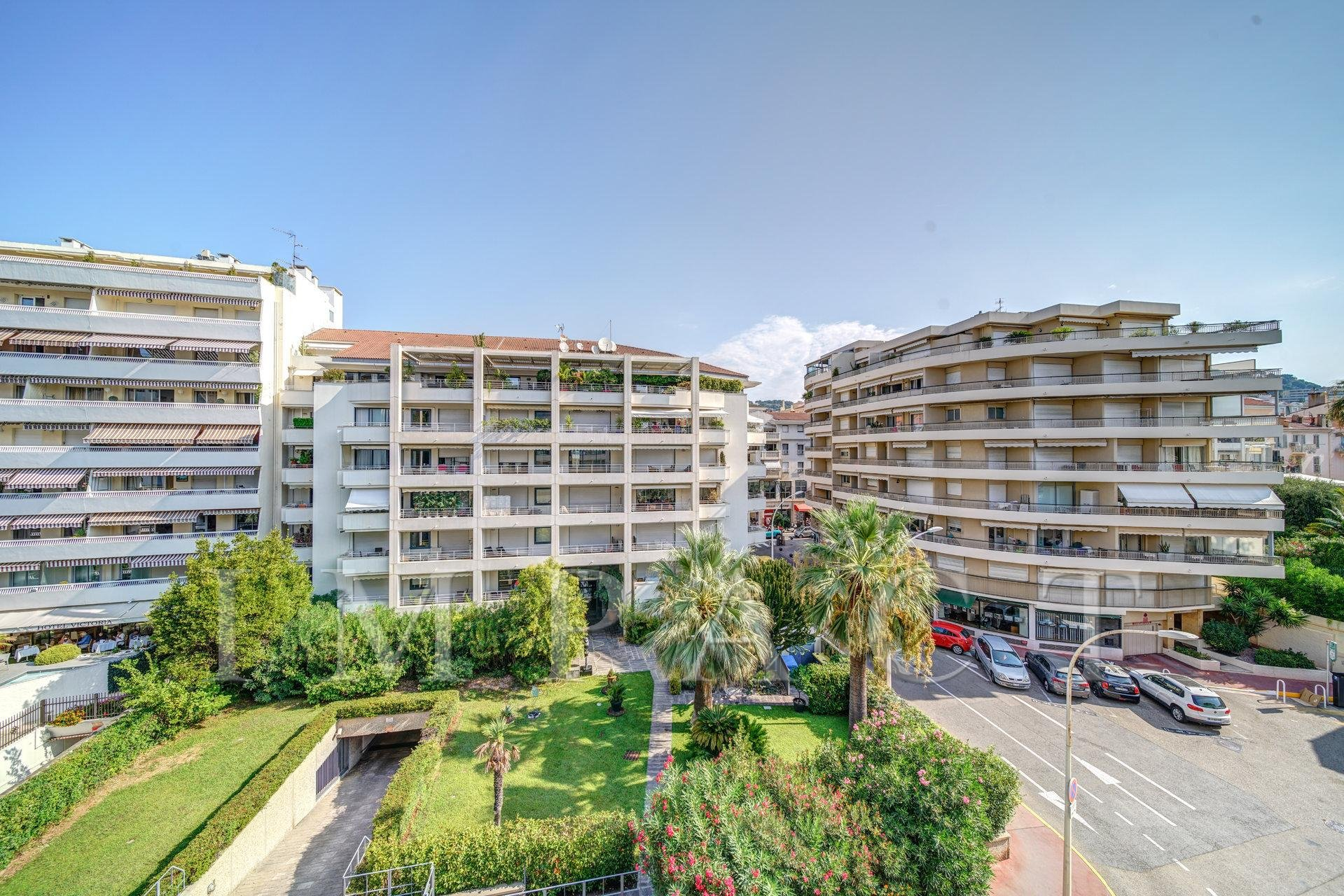 2-bedroom apartment for rent in the center of Cannes